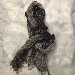 Accessories - Neutral colored scarf